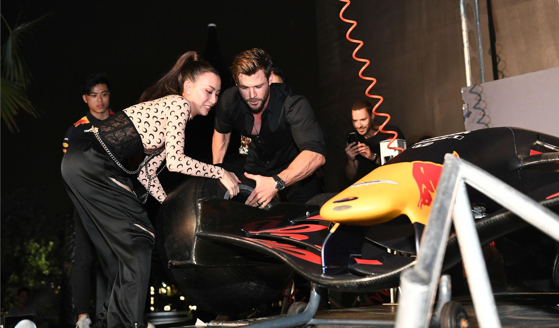 Chris Hemsworth and Sonia Chew changing a car tyre
